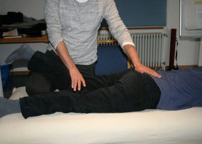 Sacrum-ÜbegangL5-Balancierung über Kniekehle-Wadenmuskelursprung